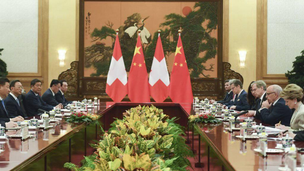 Die Häufigkeit der gegenseitigen Besuche befinde sich auf einem «historischen Höhepunkt», sagte Maurer im Anschluss an das Treffen mit Xi Jinping.