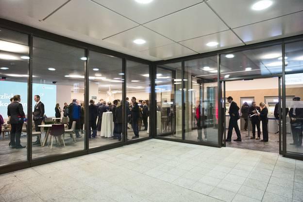 Eröffnung der frisch erneuerten Schalterhalle der BLKB