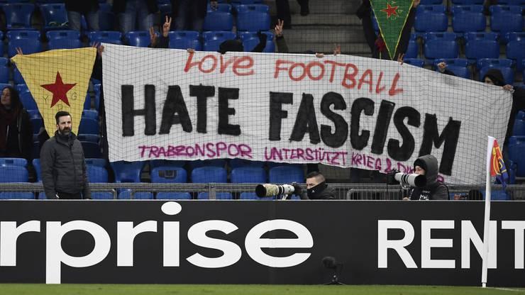 Das Banner der Demonstranten.