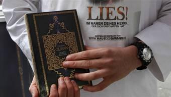 Die Standaktionen von «Lies!»-Aktivisten sind in der Schweiz nicht verboten, in Deutschland jedoch schon.