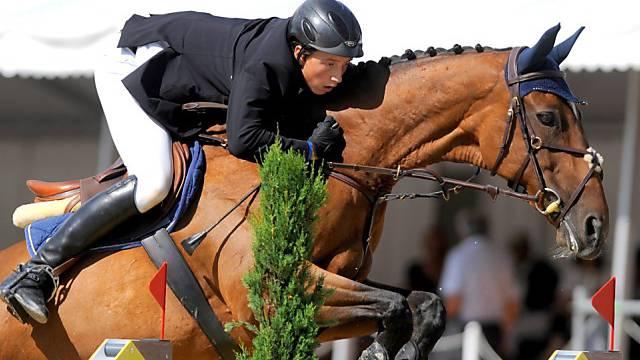 Martin Fuchs reitet auf Karin zu einem weiteren Sieg