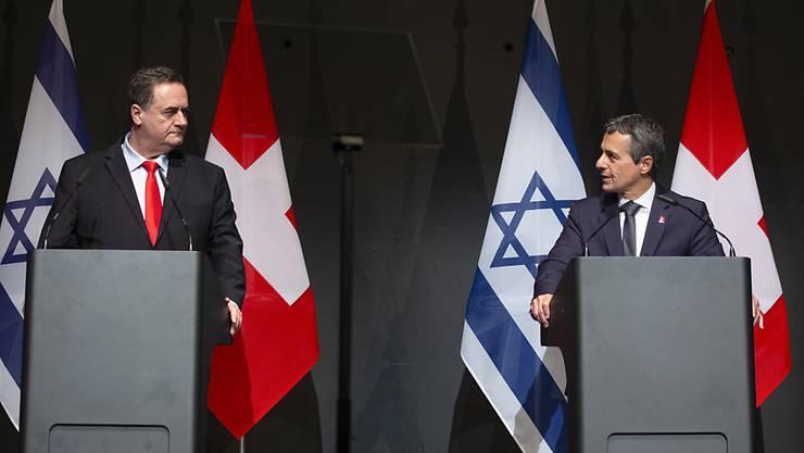 Bundesrat Ignazio Cassis hat am Montagabend in Luzern den israelischen Aussenminister Israel Katz empfangen. Anlass sind die Feierlichkeiten zum 70-jährigen Bestehen der diplomatischen Beziehungen zwischen der Schweiz und Israel.