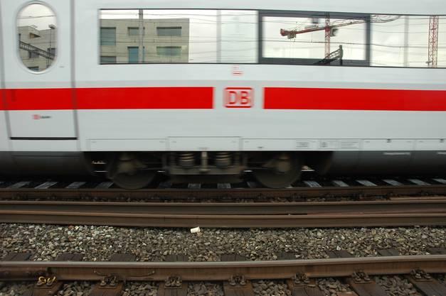 Schnellere, leistungsfähigere Züge erhöhen den Gleis-Verschleiss,