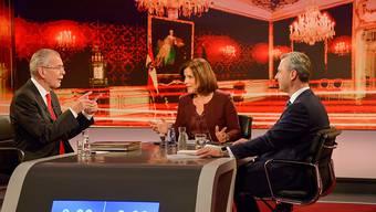 Das Duell der Kandidaten Norbert Hofer (R.) und Alexander Van der Bellen (L.)lief teilweise emotional ab.