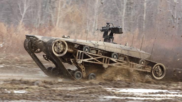 Die Zukunft des Schweizer Militärs? Ein unbemanntes Bodenfahrzeug bei einer Vorführung im US-Bundesstaat Maine.