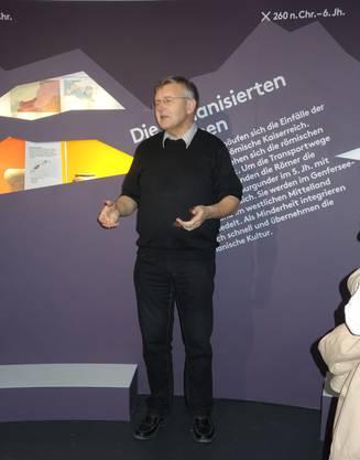 René Hänggi referiert im Vindonissa-Museum.JPG