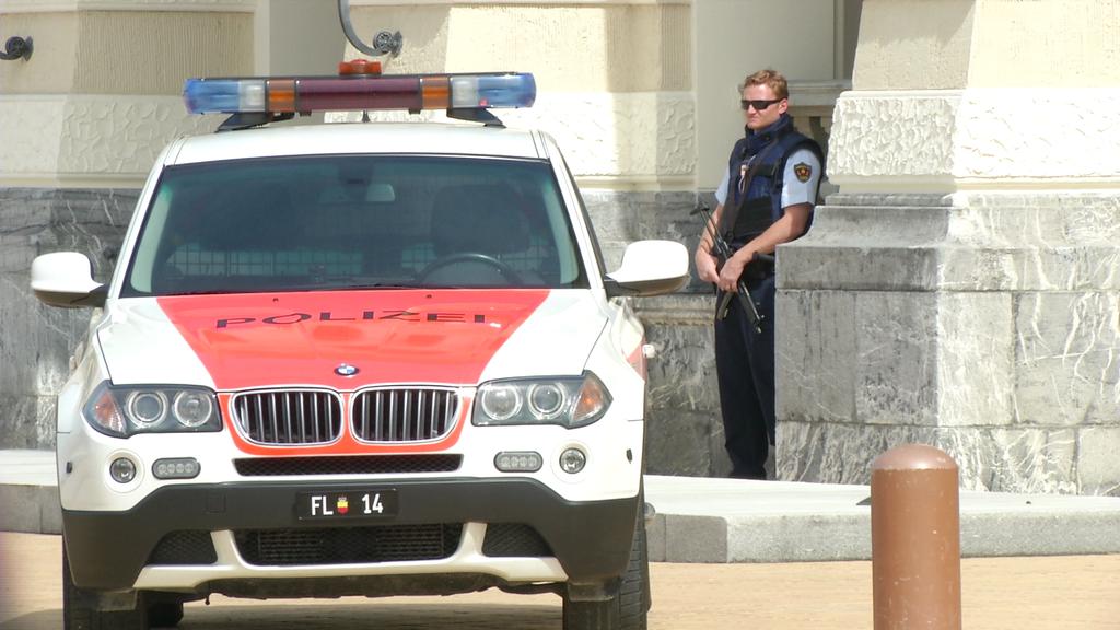 Mit Polizeischutz