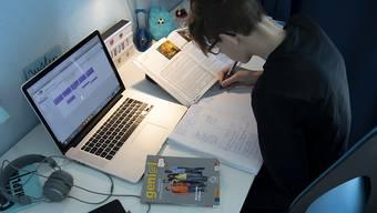 Kantons- und Berufsschüler müssen wieder in den Fernunterricht. (Symbolbild)