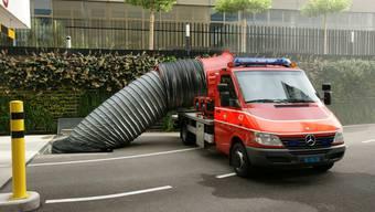 Hier testet die Feuerwehr Reinach den neustern Rauchabsauger