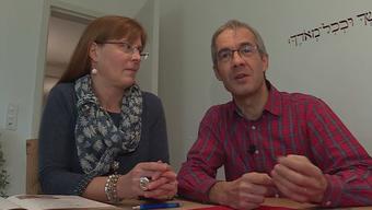 Mit neun Franken den Alltag bewältigen: Das Ehepaar Moll aus Baden begibt sich während der Fastenzeit freiwillig in die Lage von Asylsuchenden im Aargau.