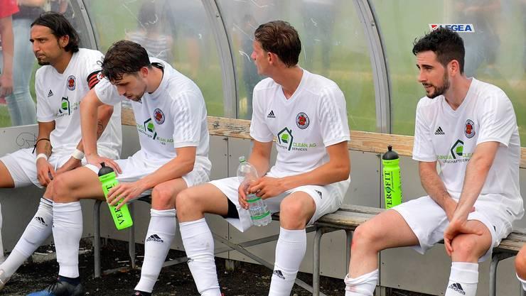 Die Sekunden nach der Niederlage: Enttäuschte Klingnauer nach dem 0:3 in Aarau.