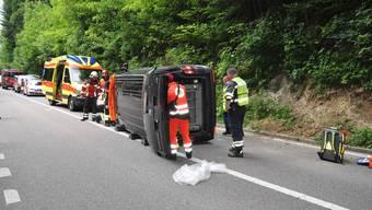 Bei Schnottwil kippte ein Lieferwagen bei einem Selbstunfall auf die Seite.