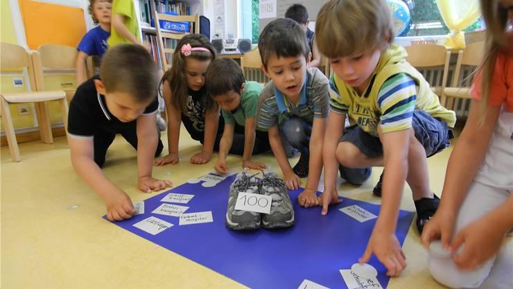 Wer bekommt am meisten und wer bekommt am wenigsten? Die Kindergärtler lösen die knifflige Frage.