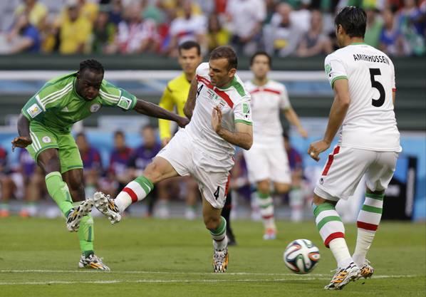 Abschluss von Nigerias Victor Moses (links)