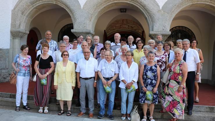 50 Jahre nach der Konfirmation trifft man sich wieder und feiert gemeinsam.