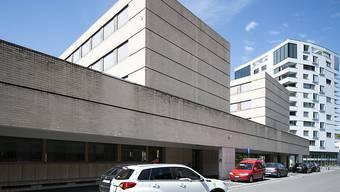 Sicht auf das Regionalgericht Thun. Hier läuft zurzeit der Prozess um den Tod einer Frau in Frutigen 2018. (Archivbild)