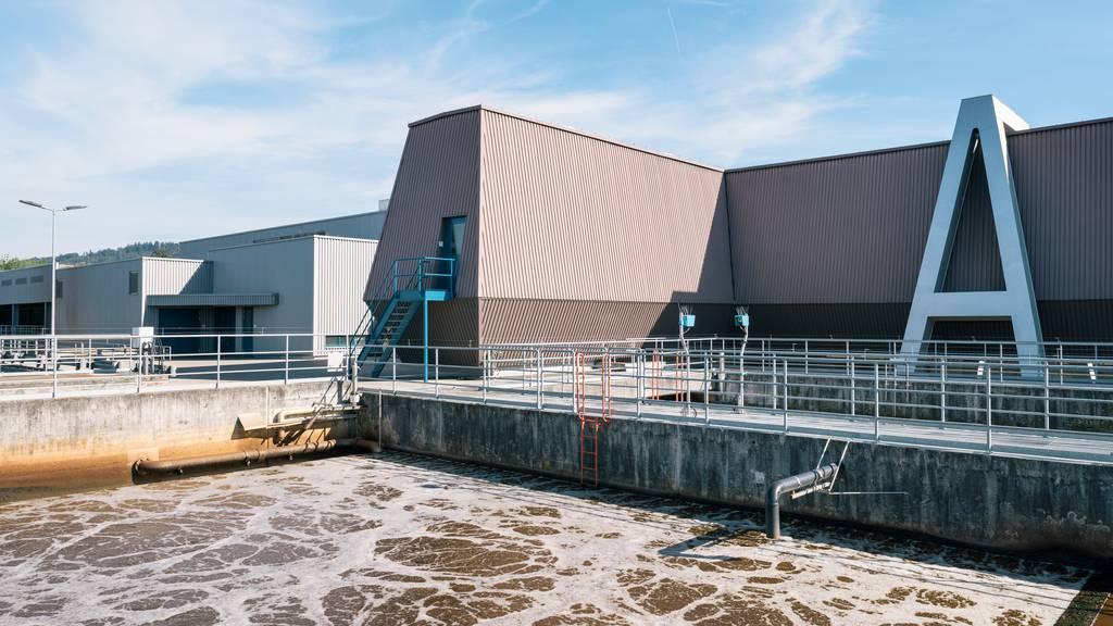 Das Abwasser der Kläranlage Werdhölzli in Zürich könnte dereinst helfen, vor neuen Coronavirus-Ausbreitungen zu warnen.