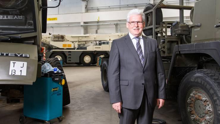 «Die Welt ist heute nicht mehr gleich berechenbar»: Center-Chef Ulrich Tschan in der Fahrzeugwerkstatt.