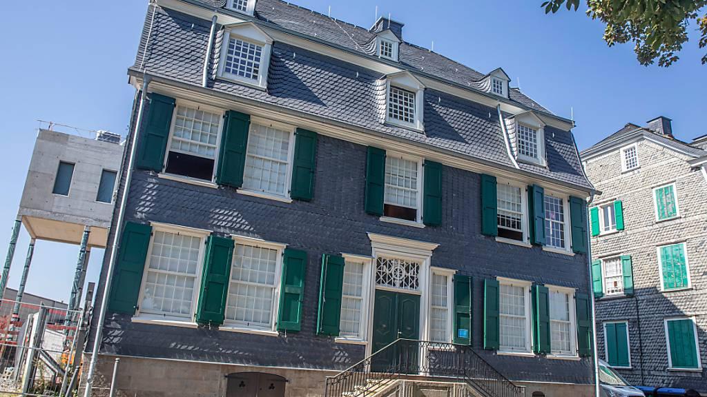 Das Engels-Haus. Nach insgesamt rund fünf Jahren Sanierungspause öffnet die Stadt Wuppertal an diesem Samstag wieder das Engels-Haus, die zentrale Gedenkstätte für den in Wuppertal geborenen Philosophen und Sozialrevolutionär Friedrich Engels (1820-1895). Foto: Malte Krudewig/dpa