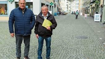 Schausteller-Präsident Peter Howald (l.) und Marktchef Walter Friedli in Bremgartens Marktgasse.
