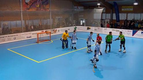 Szene aus dem NLB-Rollhockey-Spiel zwischen Vordemwald und Weil.
