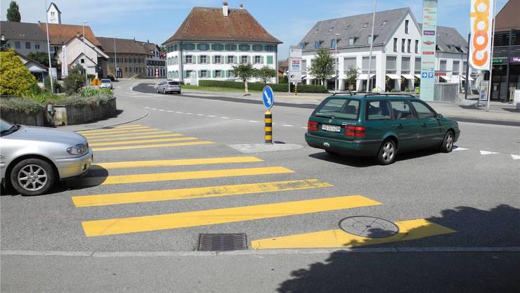 Auf dieser Kreuzung laufen die Kreiselbauarbeiten.