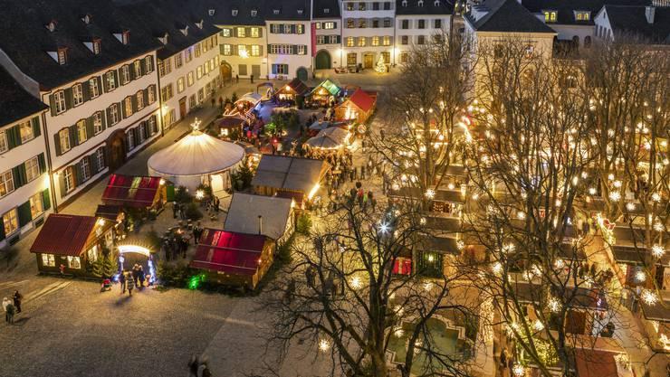 Der Weihnachtsmarkt auf dem Münsterplatz in Basel ist äusserst beliebt bei Touristen. Europaweit wurde er auf Platz 8 gewählt.