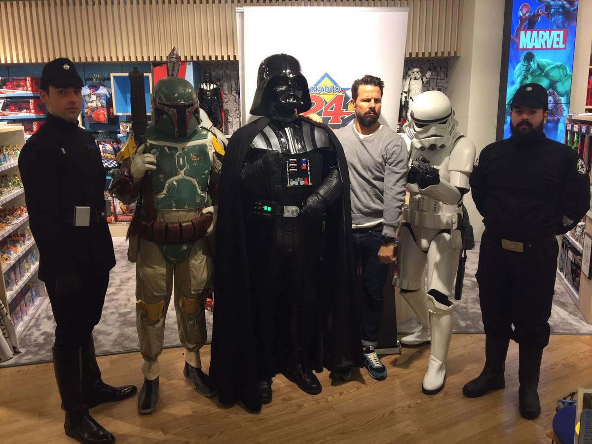 Nick mit den Star Wars Helden (© Radio 24)