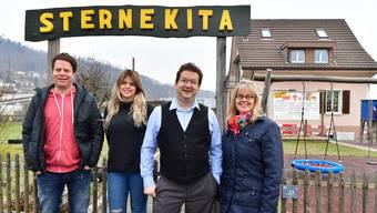 Geschäftsleiter Jann Bernhard, Mitarbeiterin Giuseppina de Masi, Gemeindepräsident Martin Bühler und FamiTri-Präsidentin Corinne Etter Schimmann. (v.l.)