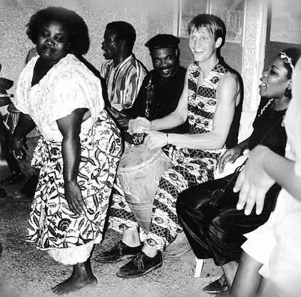 Hauenstein (noch mit Haaren) 1996 bei einem Auftritt in Ghana.