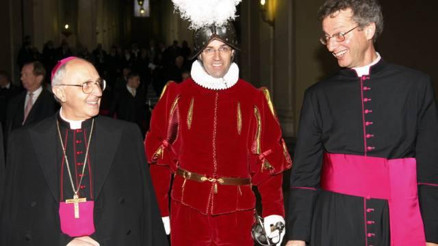 Alain de Raemy (r.) als Kaplan der Schweizer Garde im Jahr 2008