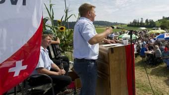 SVP-Präsident Toni Brunner spricht im luzernischen Grosswangen (Archiv)