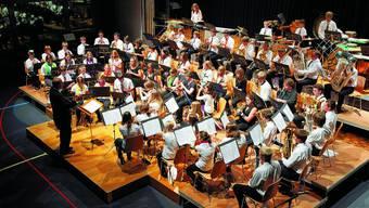 Junge Musiker, neues Werk: Die Nachwuchs-Bläser durften an ihrem Konzert «San Gottardo» von Dirigent Marco Nussbaumer uraufführen. (Bild: Urs Lindt)
