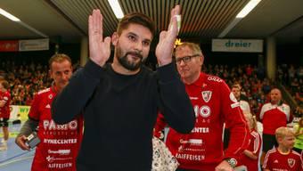 Die Verabschiedung von Milan Skvaril vom HSC Suhr Aarau vor Spielbeginn war sehr emotional.