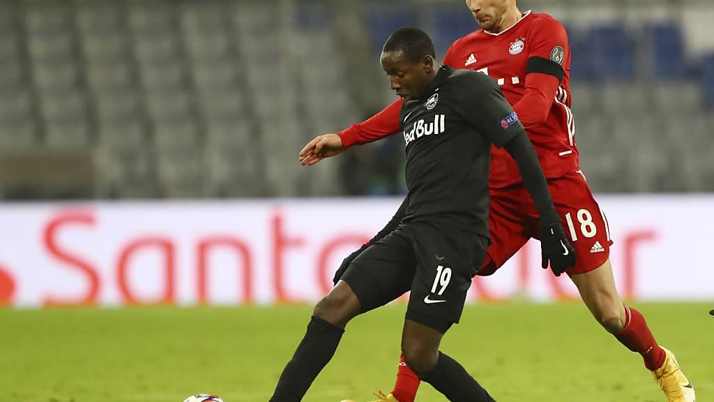 Salzburgs Spieler Mohamed Camara (vorne) hat einen positiven Dopingtest abgeliefert