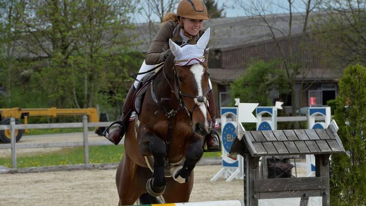 Keine Hürde zu hoch: Chantal Müller aus Veltheim hat ihre Karriere im Springsattel im Fokus.