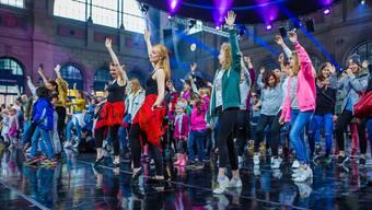 Mit der interaktiven Videoplattform Ayoo werden Tanz-Lektionen, wie hier am Event «Zürich tanzt», online ergänzt. Zürich tanzt