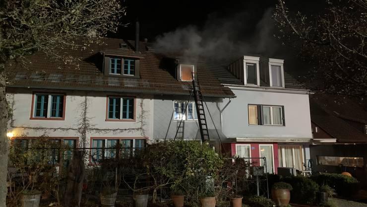 Maur ZH, 19. November: In der Binz bei Maur ist in der Nacht auf Mittwoch ein Brand in einem Flarzhaus ausgebrochen.