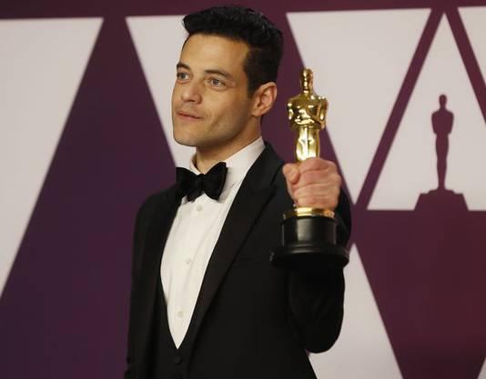 Rami Malek mit seinem Oscar für die beste Leistung als Hauptdarsteller.