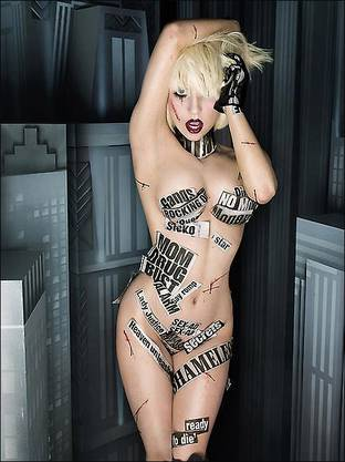 Lady Gaga im Album-Booklet einer Deluxe-Edition ihrer CD «The Fame Monster».