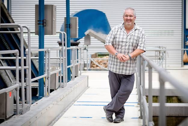Daniel Pfund, Leiter der Abteilung Abwasser in der Kläranlage Werdhölzli sagt, dass man sich mit der Zeit an den Geruch gewöhnt