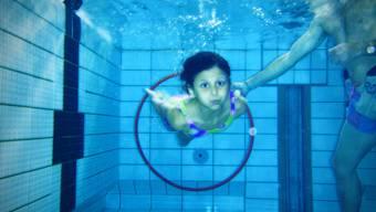 Muslimische Eltern aus Basel wehrten sich dagegen, ihre Töchter zum gemischten Schwimmunterricht zu schicken.