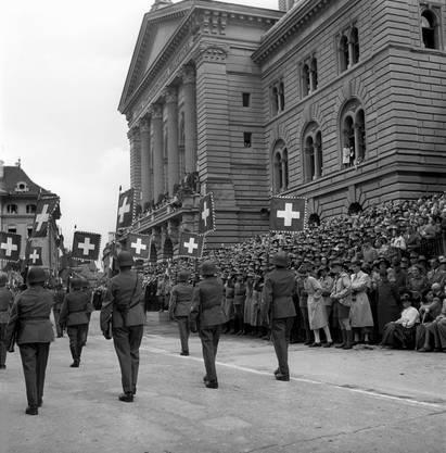 1945 nach Ende des Krieges wurden die Feldzeichen der Bataillione in einer feierlichen Zeremonie ins Bundeshaus in Bern gebracht.