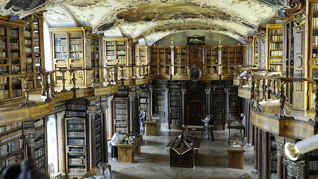 Die St. Galler Stiftsbibliothek hat eine Online-Datenbank über die Geschichte der kirchlichen Einrichtungen in der Schweiz veröffentlicht. (Symbolbild)