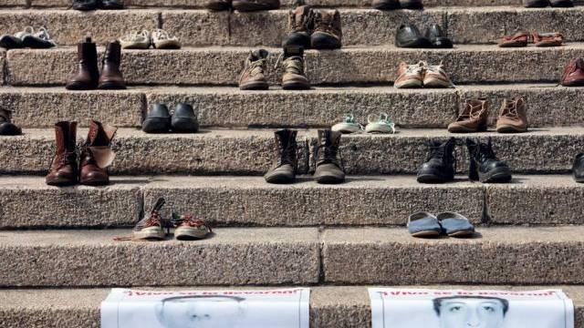 Die Schuhe erinnern in Mexiko-Stadt an die 43 vermissten Studenten