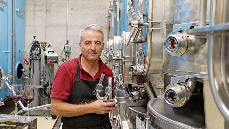 Winzermeister Daniel Fürst produziert auf seinem Weingut in Hornussen pro Jahr zwischen 50'000 und 70'000 Liter Wein.
