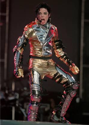 Michael Jackson an einem Auftritt in Bremen 1997.