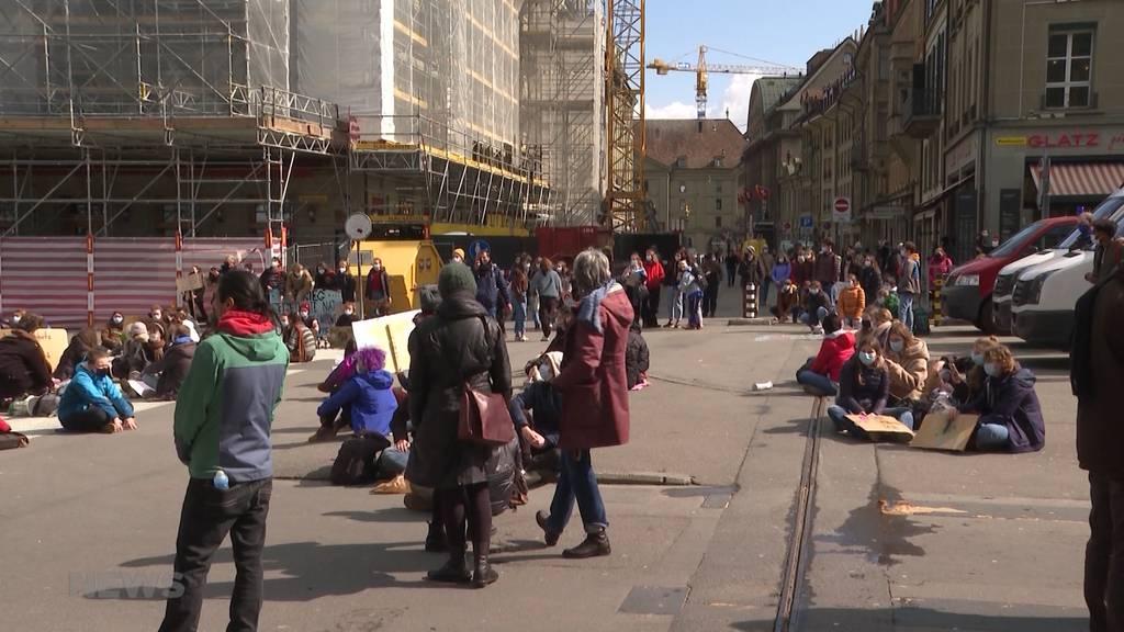 180 Klima-Aktivisten nach Sitzstreik angezeigt