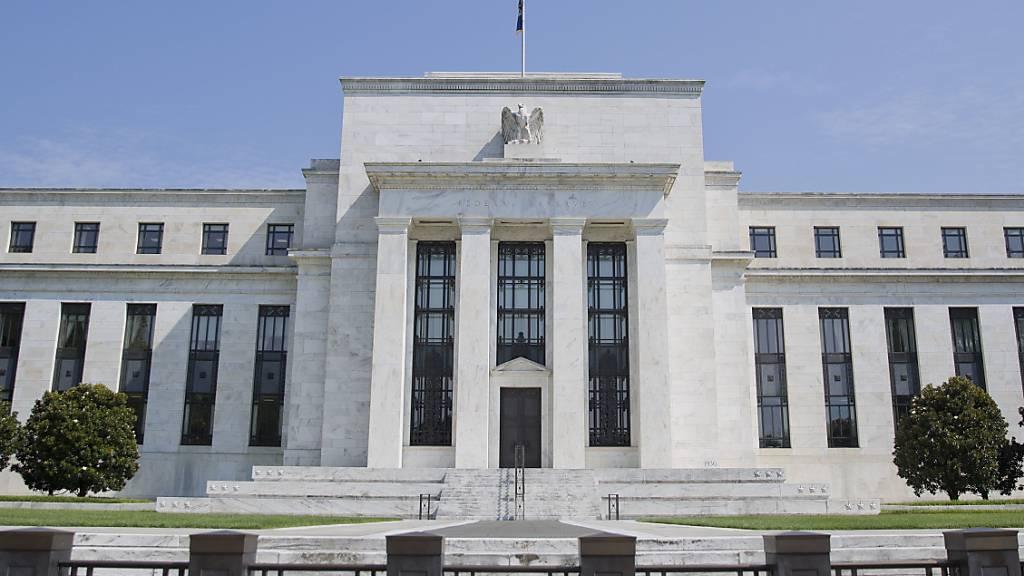 ARCHIV - Der Hauptsitz der US-Notenbank Federal Reserve (Fed) in Washington. Nach der Machtübernahme der Taliban in Afghanistan könnte dem Staat bald das Geld ausgehen, denn die USA und internationale Organisationen drehen Afghanistan vorerst den Geldhahn zu. Foto: Pablo Martinez Monsivais/AP/dpa