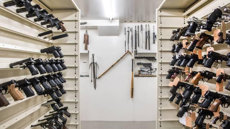 Ein Blick in die Waffenkammer der Basler Staatsanwaltschaft.